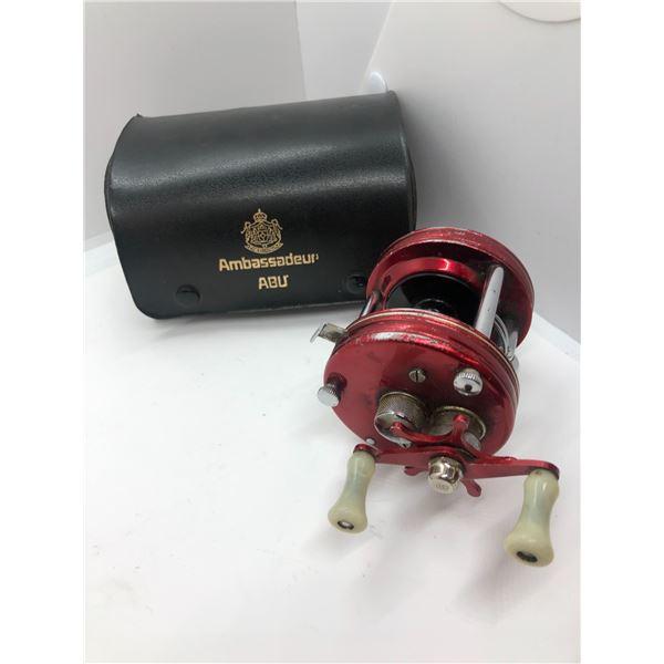 ABU Garcia ambassadeur 5000 red level-wind reel w/ leather case