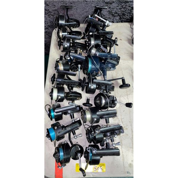 Group of 20 assorted spinning reels (mostly Mitchell)