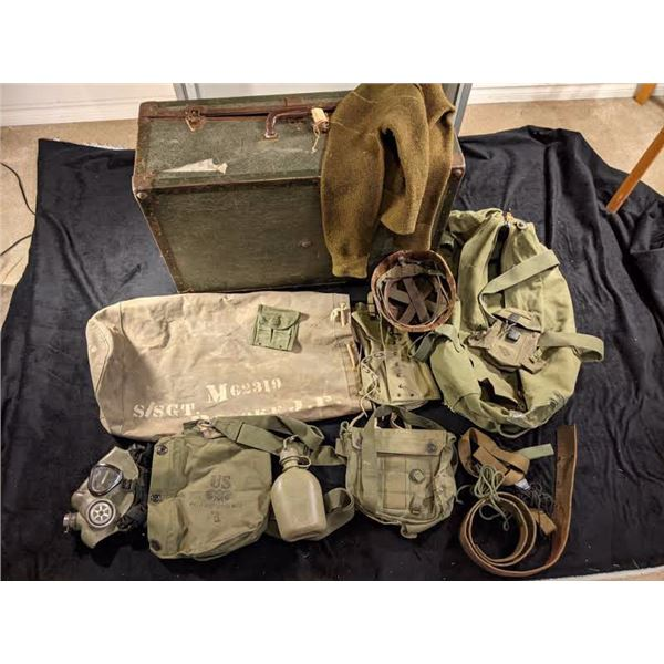 Miscellaneous US Air America Trunk Vietnam, Miscellaneous army bags, gas mask complete, helmet, belt