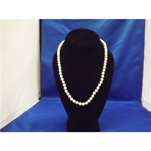 LADIES SALT WATER CULTURED PEARL NECKLACE W/ 14KT GOLD