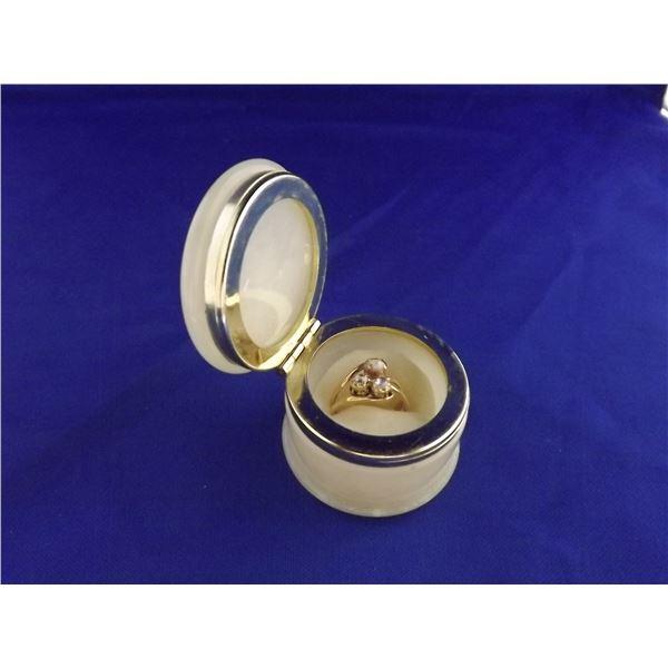 14K YELLOW GOLD, DIAMOND & PEARL LADIES RING- ARV $2600.00;