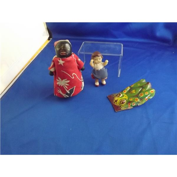 SMALL BAG OF ANTIQUE WALKING DOLL, FROG NOISE MAKER & SMALL GIRL