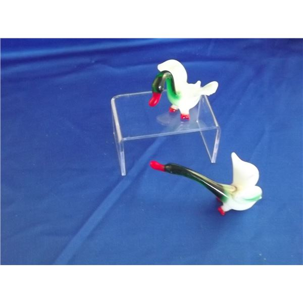 2 GREEN, WHITE & RED COLLECTIBLE DECORATIVE GEESE