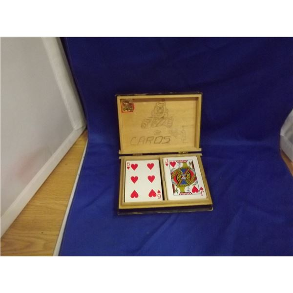 1 VINTAGE WOOD BOX WITH PLAYING CARDS
