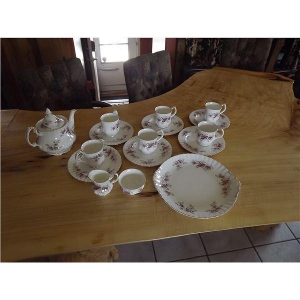 ROYAL ALBERT TEA SET LAVANDER ROSE 17 PIECE
