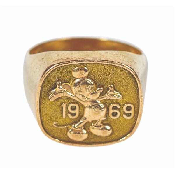 Cast Member 20 Year Anniversary 10k Gold Ring.