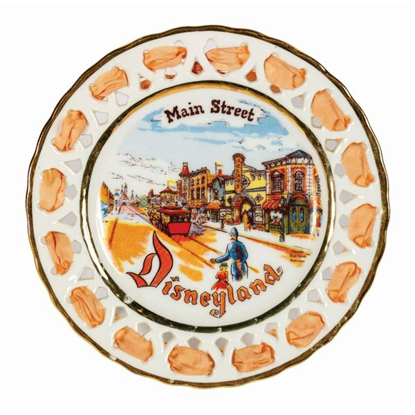 Eleanor Welborn Main Street Lace Plate.