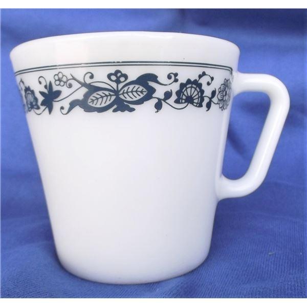 Pyrex Mug - Old Town Pattern