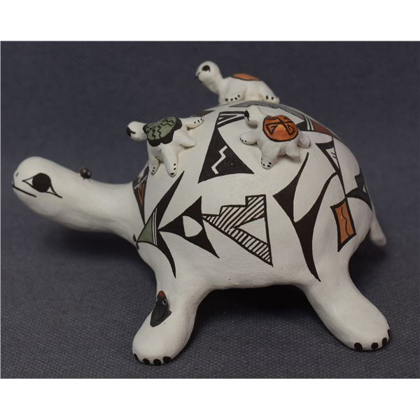 ACOMA INDIAN POTTERY TURTLE ( JUDY LEWIS)