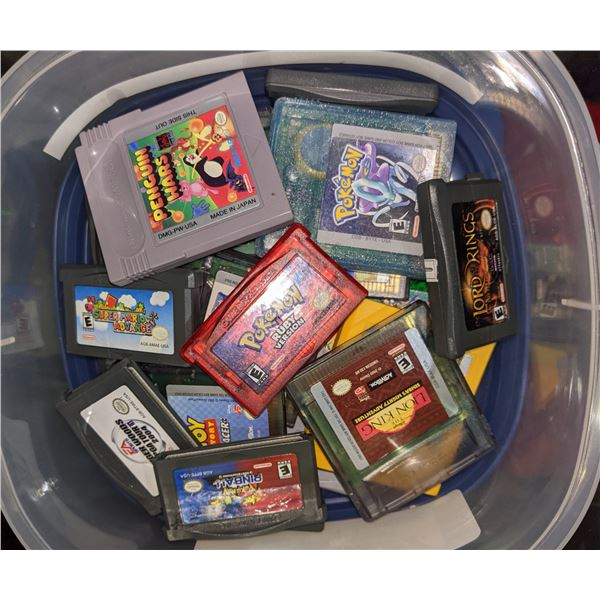 Approx. 32 Gameboy game cartridges