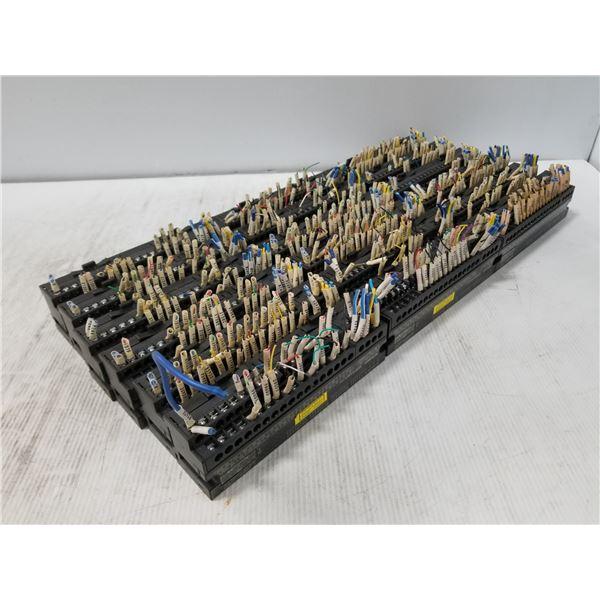 Lot of 18 AJ65SBTB1-32D1 Mitsubishi Input Modules