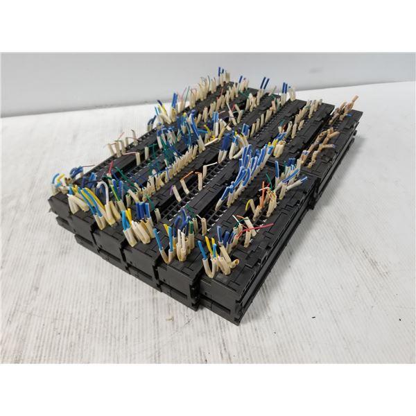 Lot of 12 AJ65SBTB1-32T1 Mitsubishi Output Modules