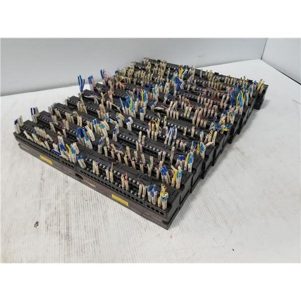 Lot of 22 AJ65SBTB1-32T Mitsubishi Output Modules