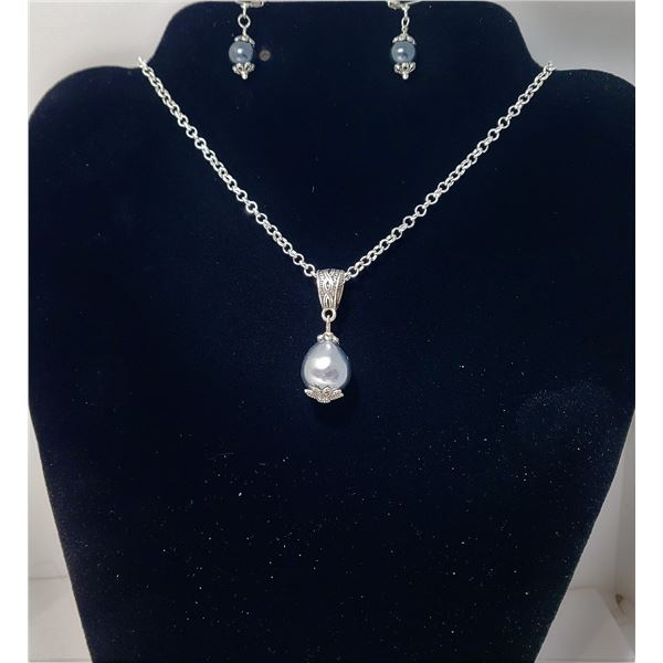 """20)  SET OF SILVER/GREY FRESHWATER PEARLS, INCLUDES:  LARGE TEAR DROP PENDANT ON 18"""" CHAIN AND DROP"""