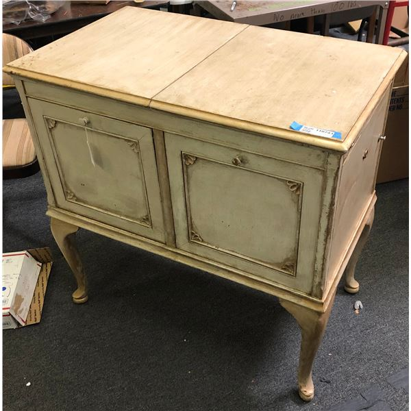 """Brunswick """"Victrola"""" early Record Player in Cabinet  [110743]"""