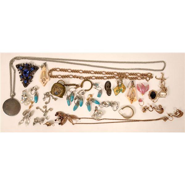 Passel of Costume Jewelry  [131712]