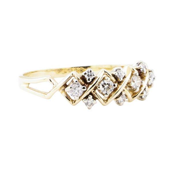 0.70 ctw Diamond Ring - 14KT Yellow Gold