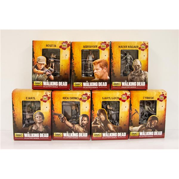 FLAT OF COLLECTIBLE WALKING DEAD FIGURES