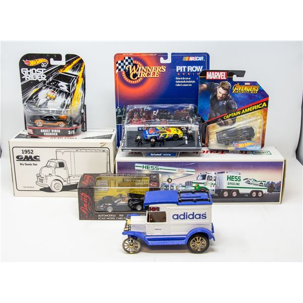 FLAT LOT OF COLLECTIBLE CARS AND TRUCKS