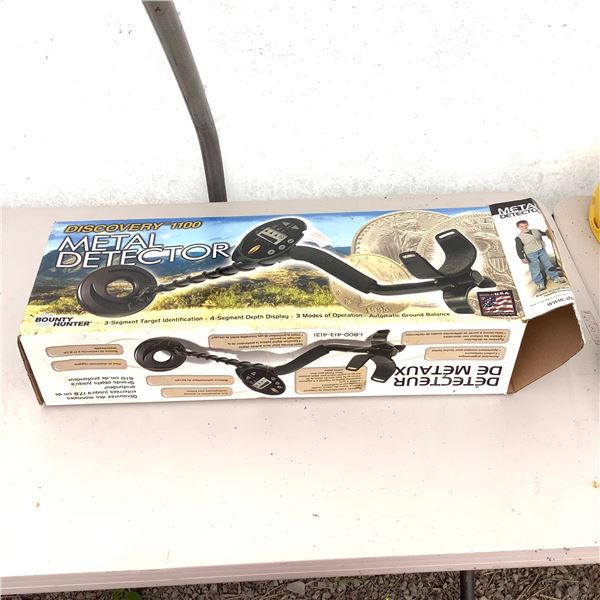 Discovery 1100 Metal Detector, New