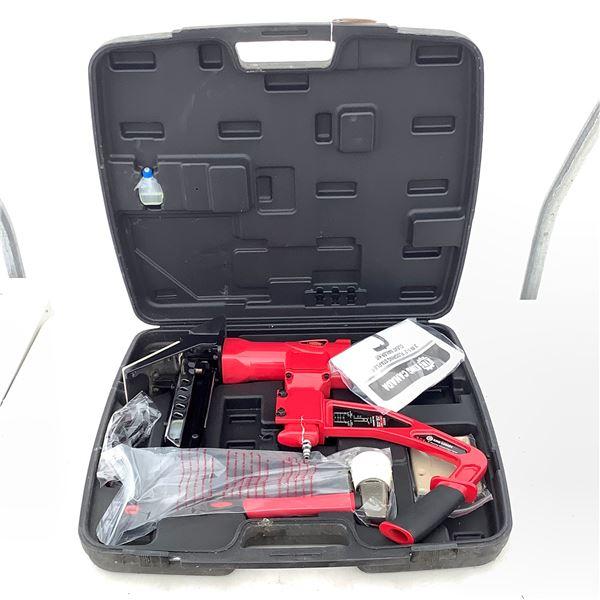 """King Canada 8266FSN-8 3 in 1-2"""" Flooring Stapler/ Cleat Nailer Kit, New"""