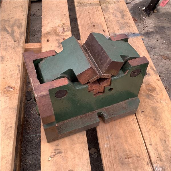 Milling Machine Table Mounted Round-Stock Vise