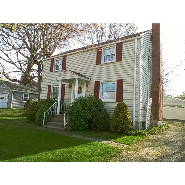 NOW ABSOLUTE AUCTION !Beautiful 1 1/2 Story Home, In a Nice, Quiet Neighborhood