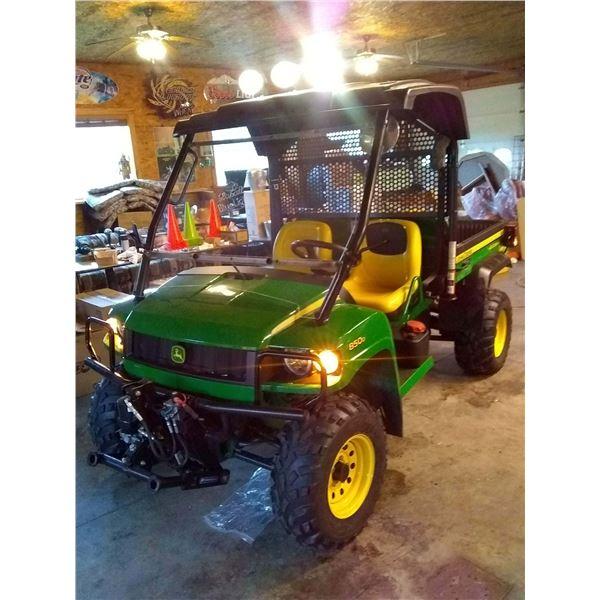 JOHN DEERE 840 D GATOR W/ FRONT BLADE / SHOWROOM CONDITION / AKA LOT 500