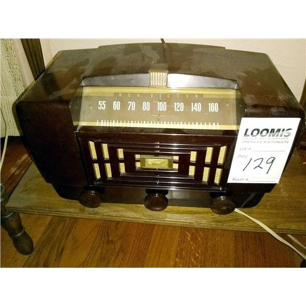 Vintage 1947 RCA Victor Model 66X11 Superheterodyne Tube Radio / AKA LOT 129
