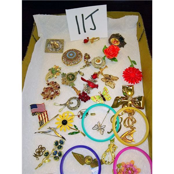 Approx. 30 Pieces of Beautiful Vintage Jewelry