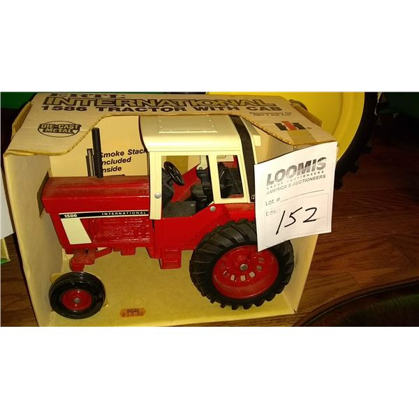 International 1586 1/16 Scale Model Tractor