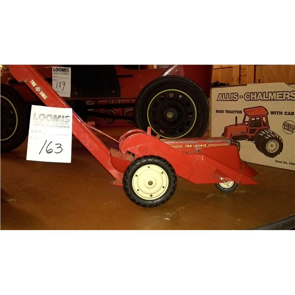Vintage Tru 1/16 Scale Model Tractor w/ 2 Row Mounted Corn Picker Attached