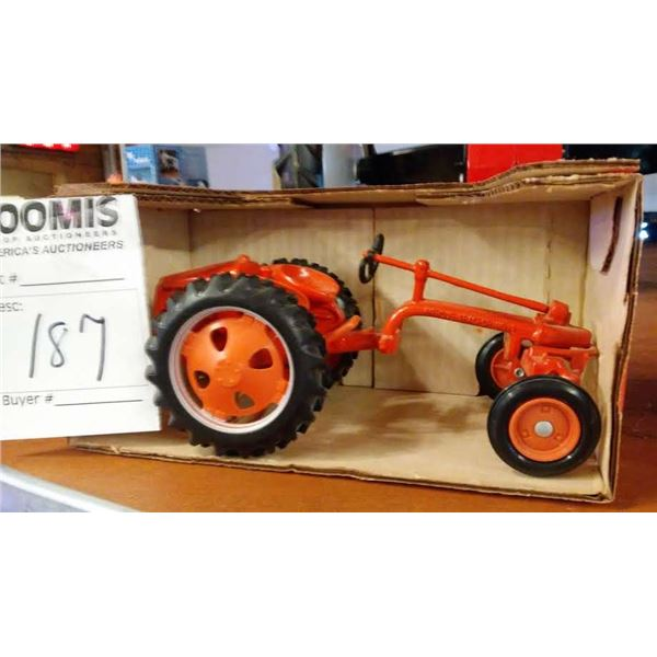 Allis-Chalmers 110 1/16 Scale Model Tractor
