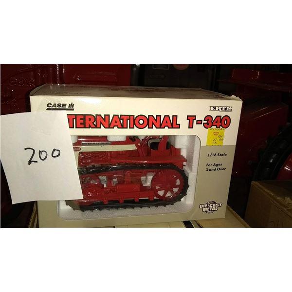 Case International T-340 1/16 Scale Model Crawler/Tractor, in Original Packaging