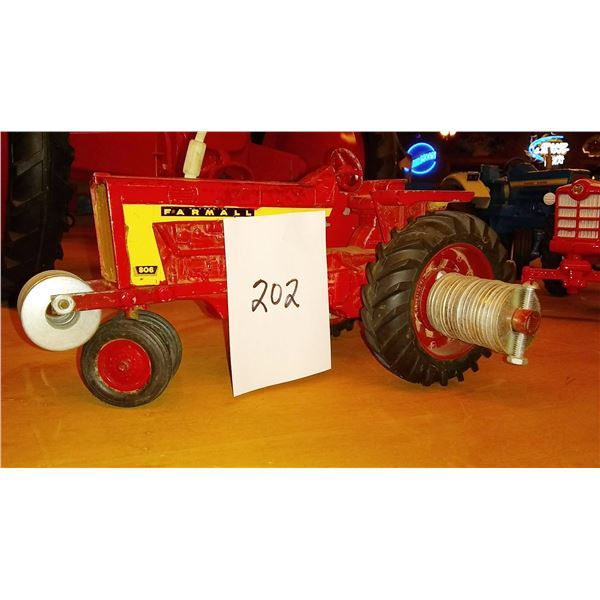 Farmall 806 Scale Model Tractor w/ Weights, 1/16 Scale