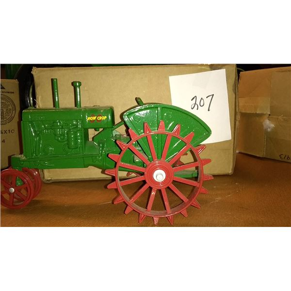 Oliver Row Crop 1/16 Scale Model Tractor