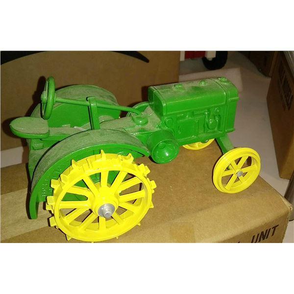 John Deere Antique Steel Wheel 1/16 Scale Model Tractor