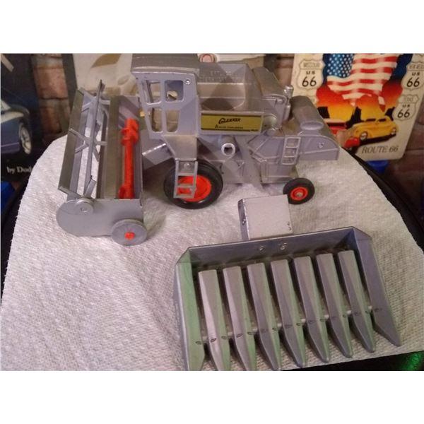 Vintage Ertl Allis-Chalmers Gleaner 1/16 Diecast Metal Toy