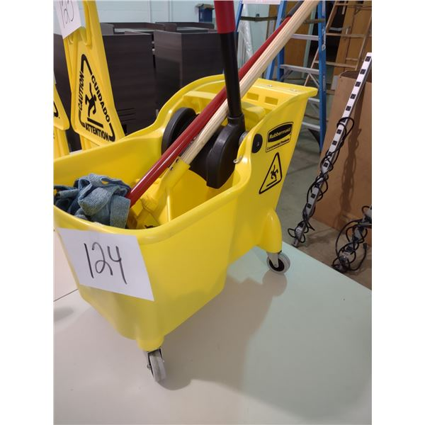RUBBERMAID COMMERCIAL MOP AND BUCKET, LIKE NEW