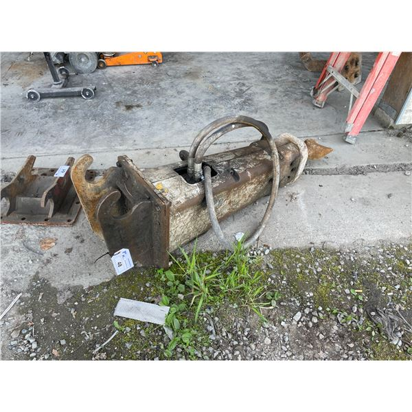 *CITY RAM HYDRAULIC CONCRETE BREAKER ATTACHMENT WITH QUICK CHANGE BOLT ON EARS & SPADE BIT