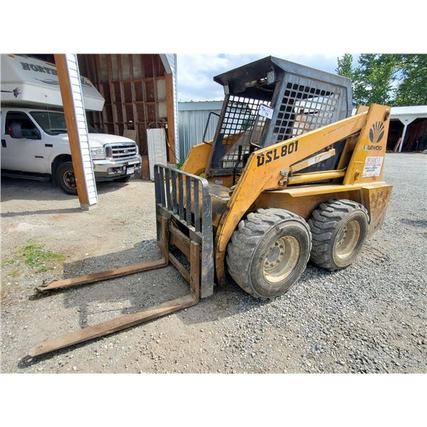 """1997 DAEWOO DLS801 AIR TIRE COMPACT SKID STEER LOADER WITH 25"""" FORKS, QUICK CHANGE, AUX"""