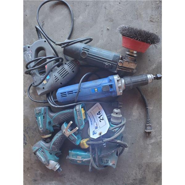 ASSORTED POWER TOOLS INCLUDING 2 MAKITA IMPACT DRILLS (NO BATTERIES) MAKITA 120V CORDED DRILL,
