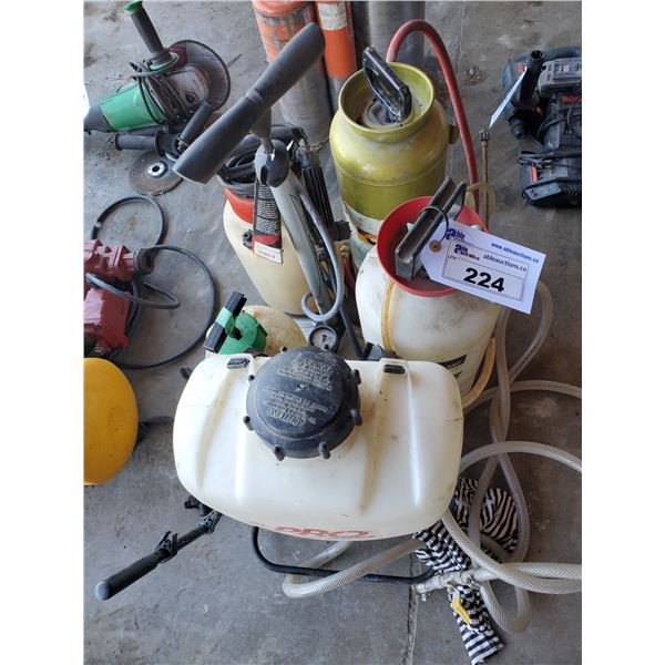5 ASSORTED HAND PUMP PRESSURIZED SPRAY BOTTLES AND TOWER AIR HAND PUMP
