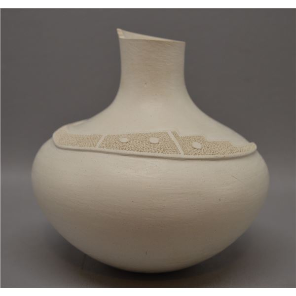 NATIVE AMERICAN ACOMA POTTERY VASE BY WGAMEI