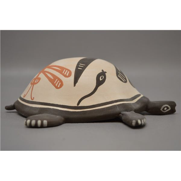 NATIVE AMERICAN ZUNI POTTERY TURTLE BY C LAATE
