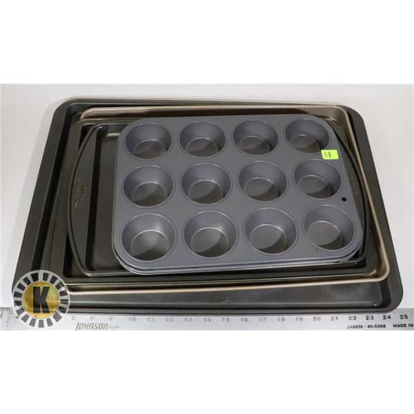 SET OF BAKING TRAYS AND MUFFIN TRAY