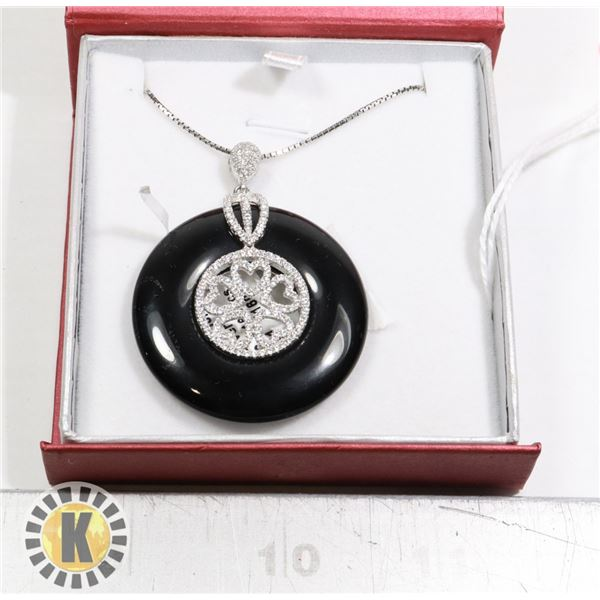 PENDANT AND NECKLACE SET. NEW (9)