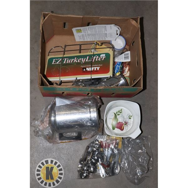 BOX OF ASSORTED KITCHEN ACCESSORIES