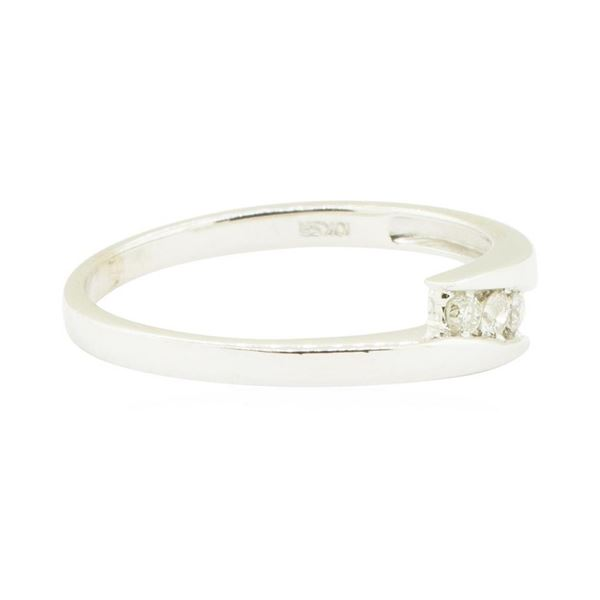 0.10 ctw Diamond Ring - 10KT Yellow Gold