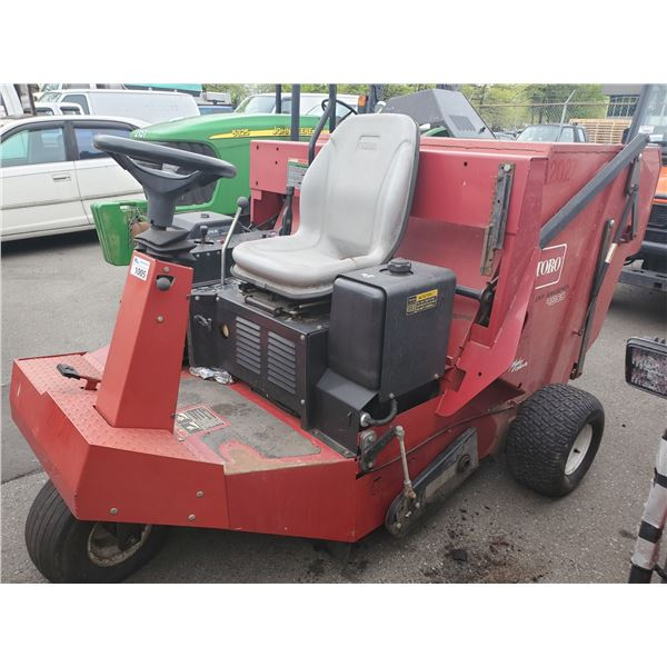 TORO TURF SWEEPER 4800, RED, GAS, 364HRS *HOURS NOT VERIFIED* *NO REGISTRATION